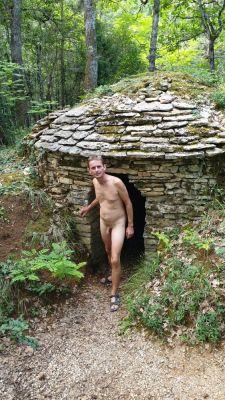 la cabote, petite construction en pierres sèches qui servait au vigneron pour déjeuner à l'abri ou se protéger de l'orage